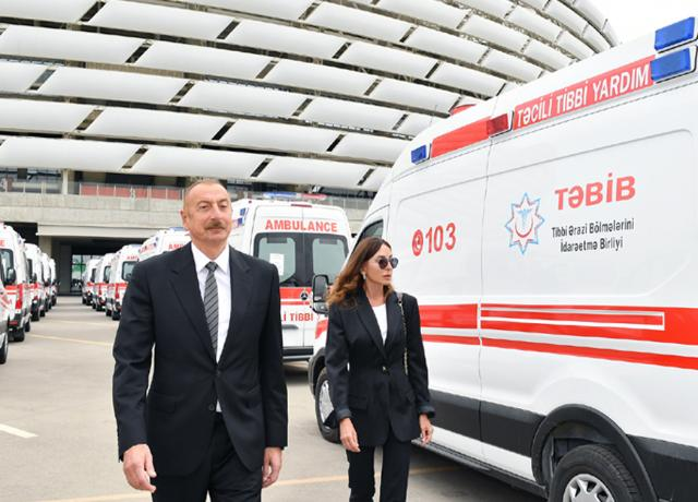 Ilham Aliyev and First Lady Mehriban Aliyeva viewed the new ambulance vans delivered to the country by State Agency on Mandatory Health Insurance PHOTO+VİDEO=22